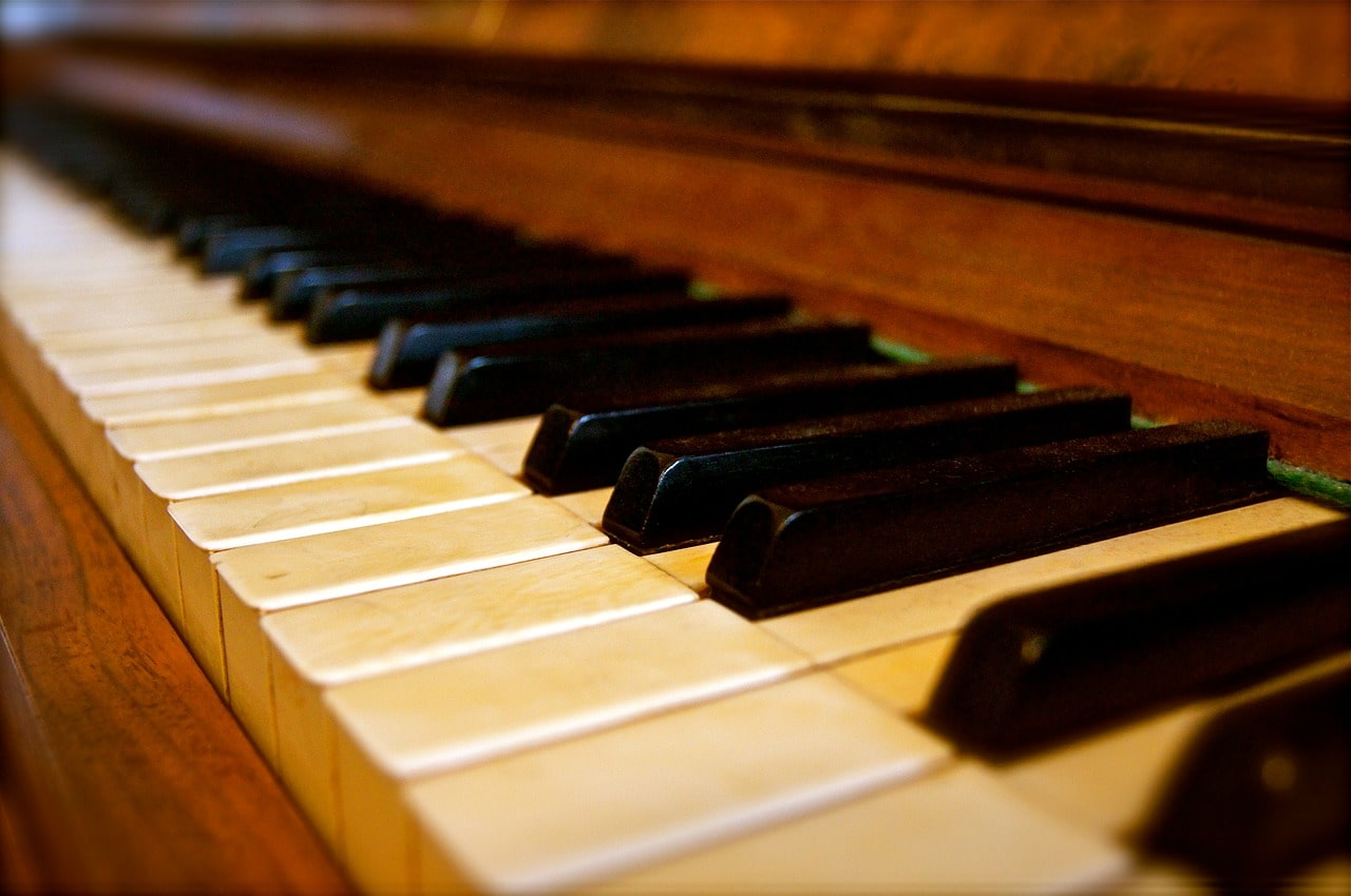 review of lighted keyboard piano & buying guide